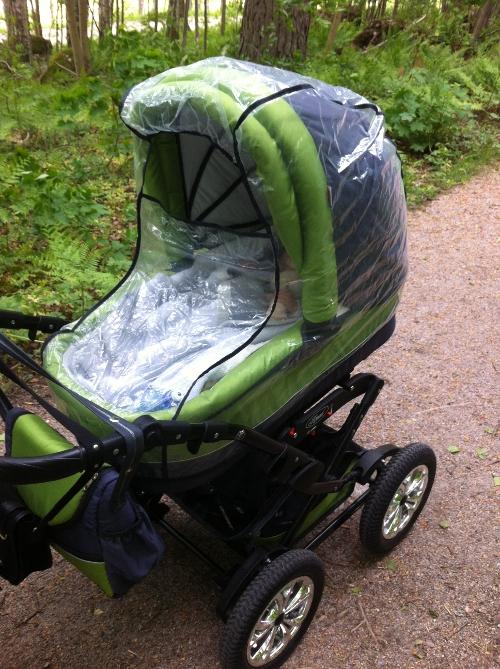 Vindskydd monterat på barnvagn Krasnal Polaris