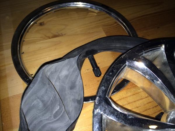 Trasig slang till barnvagnshjul