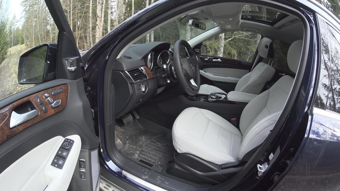 mercedes-gls-front-seats