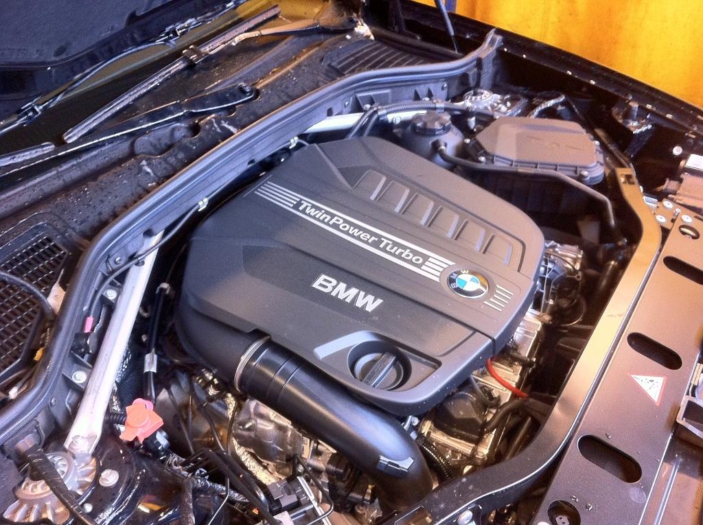 SUVTEST: 2013 BMW X3 xDrive 35d - Engine