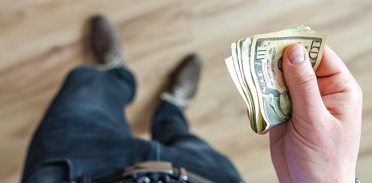 money 3219298 1280